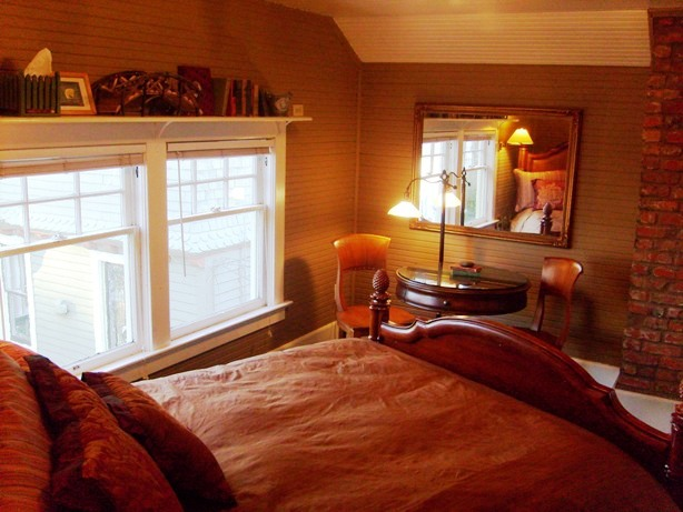 Seattle vacation rentals: Hayloft Suite - Seattle Tacoma WA bed and breakfast lodging accommodations